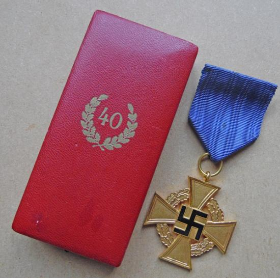 Cased 40 Year Service Medal